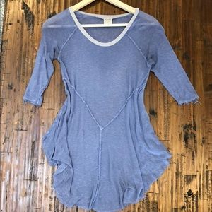 Quarter length sleeve light weight tunic